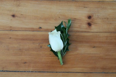 DIY-boutonniere-flowers-layered