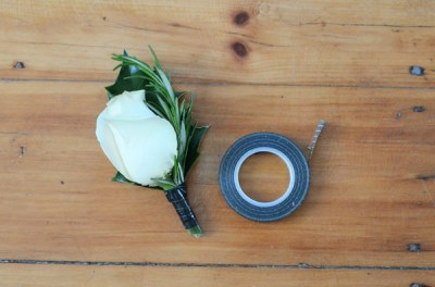 DIY-boutonniere-flowers-wrapped