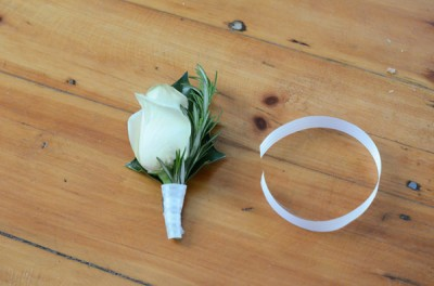 DIY-boutonniere-ribbon