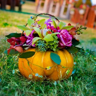 fall-wedding-rustic-halloween-wedding-decor-ace-photography-2